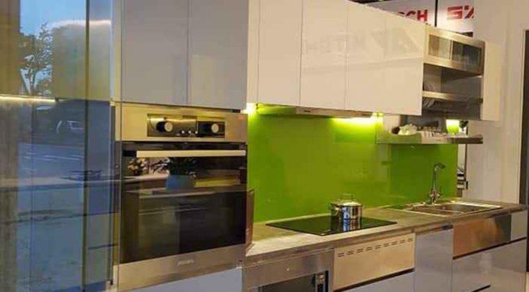 Tủ bếp Inox cánh kính màu xanh trắng trẻ trung, hiện đại - Nội thất ACADO