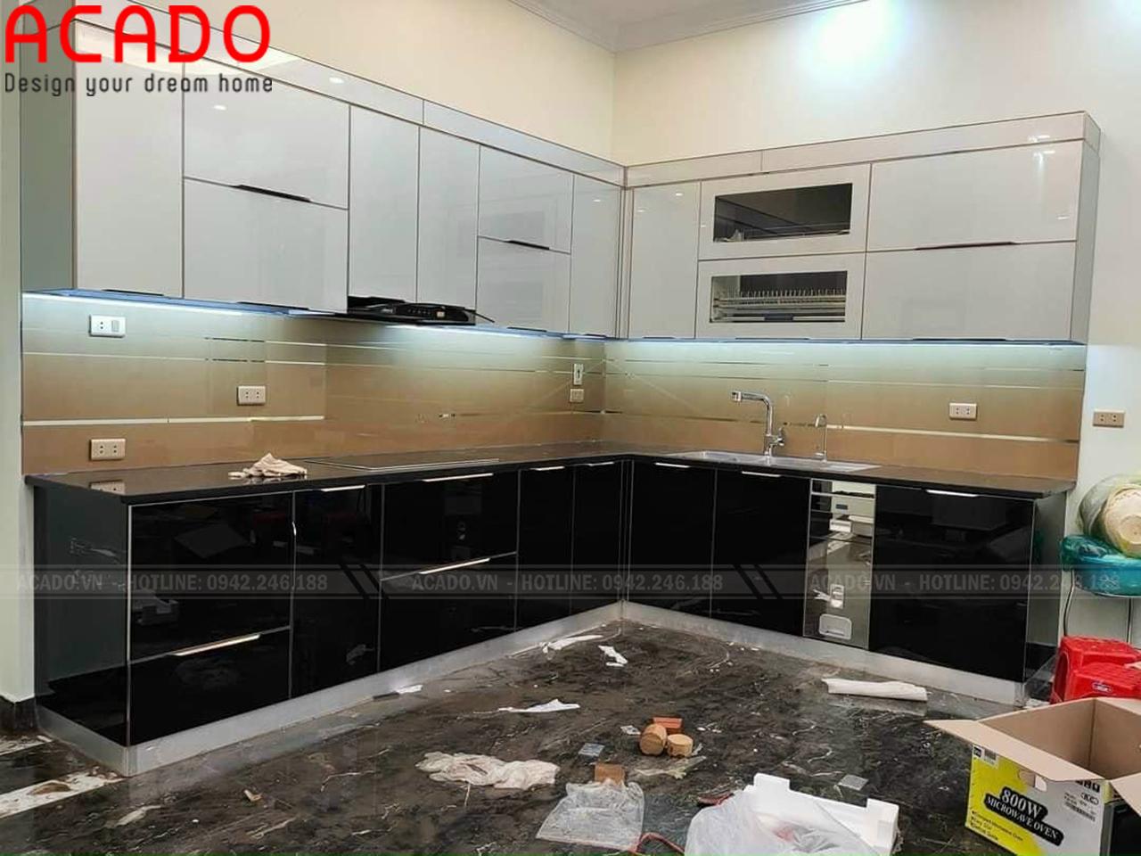 Công trình tủ bếp Inox cánh kính hoàn thiện - Mẫu tủ bếp inox cánh kính đẹp
