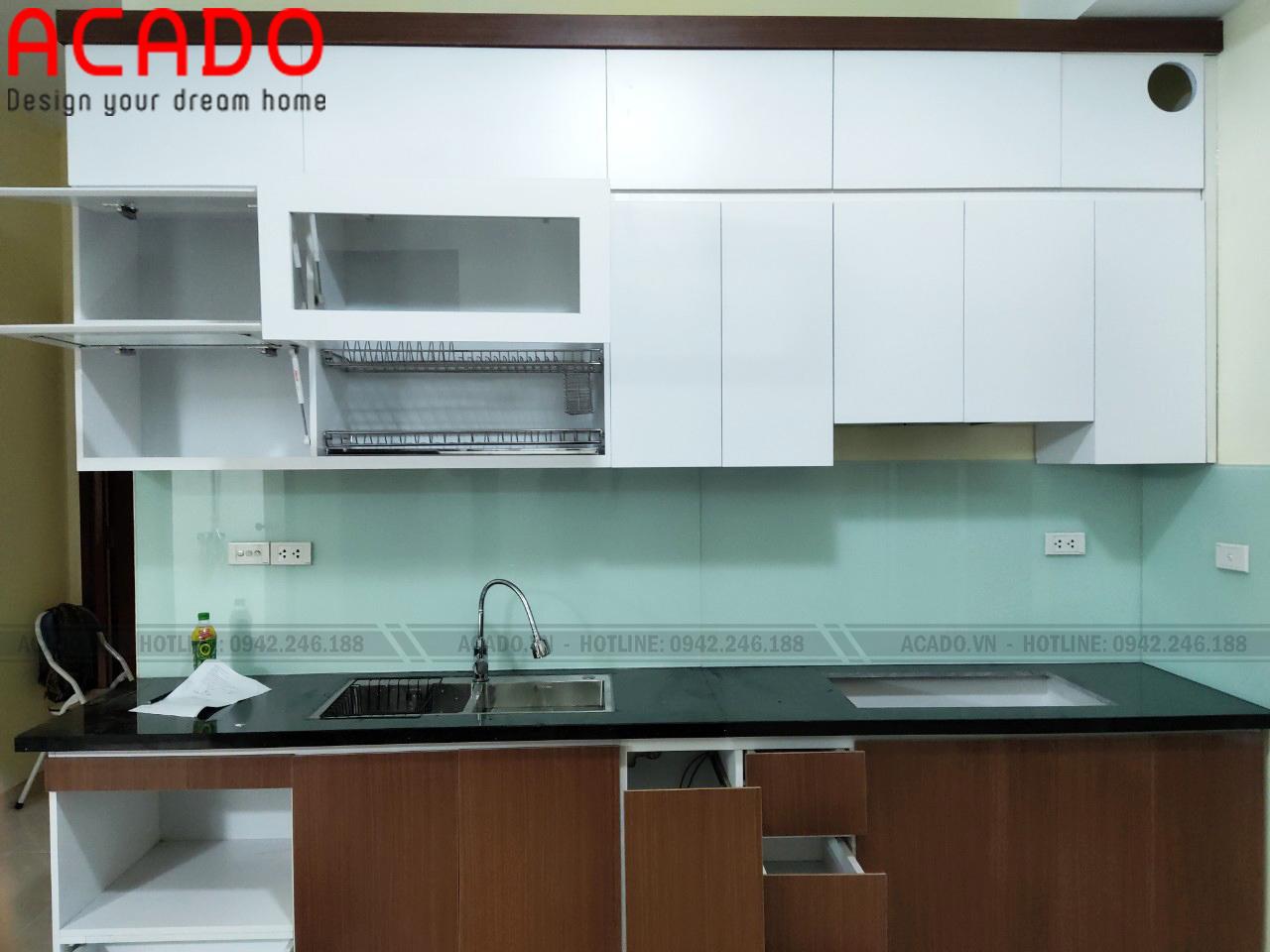 Tủ bếp thùng cánh melamine hiện đại, tiện ích, phù hợp với nhiều không gian bếp