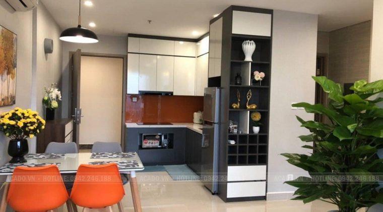 Tủ bếp kết hợp kệ trang trí mang lại vẻ đẹp thẩm mĩ cho tủ bếp