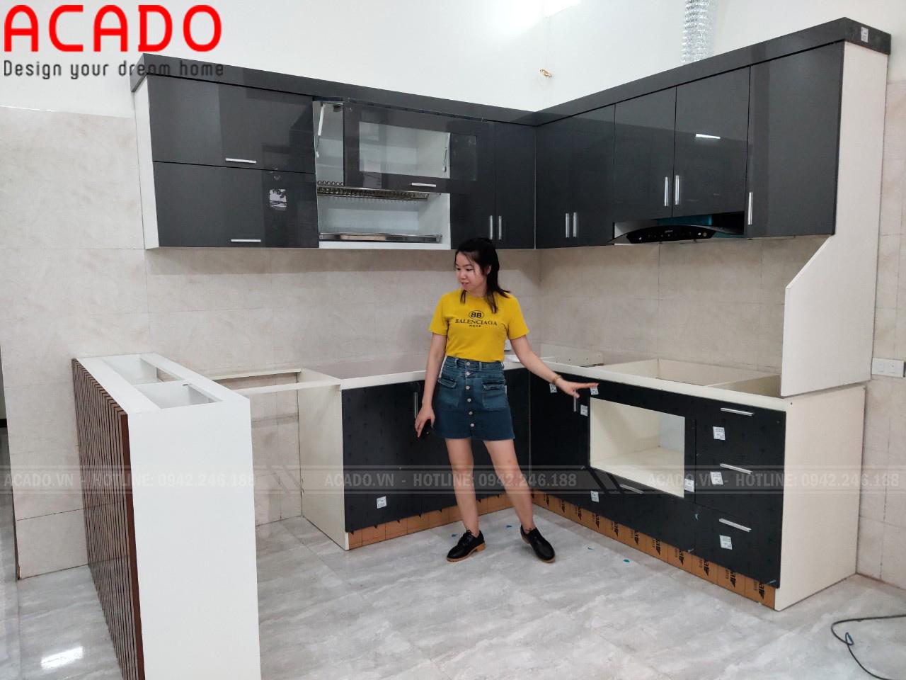Tủ bếp thết kế chữ L kết hợp bàn đảo tiện nghi cho không gian bếp