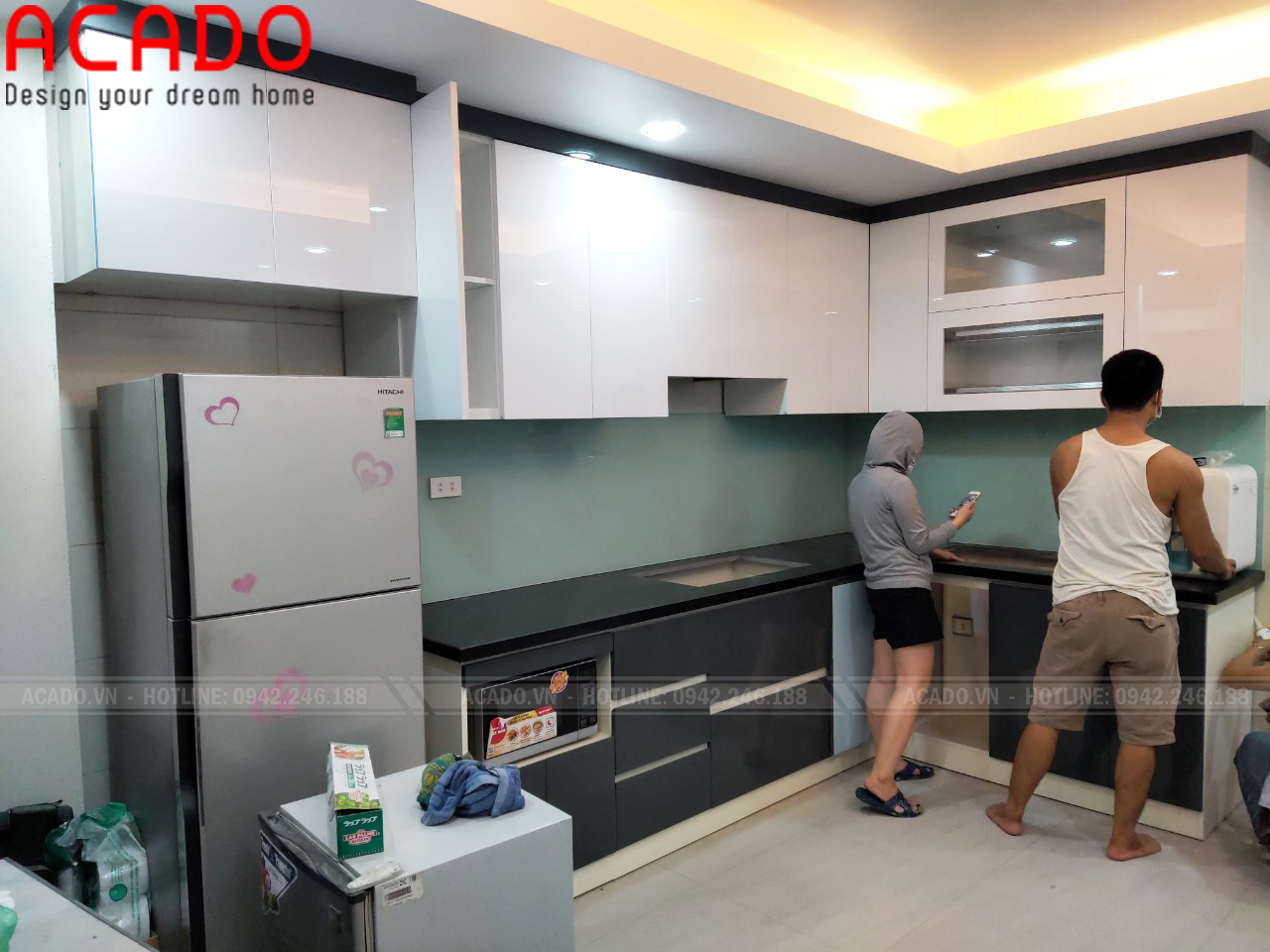 Tủ Bếp phối màu xám xanh kết hợp màu trắng mang đến sự hiện đại cho không gian bếp
