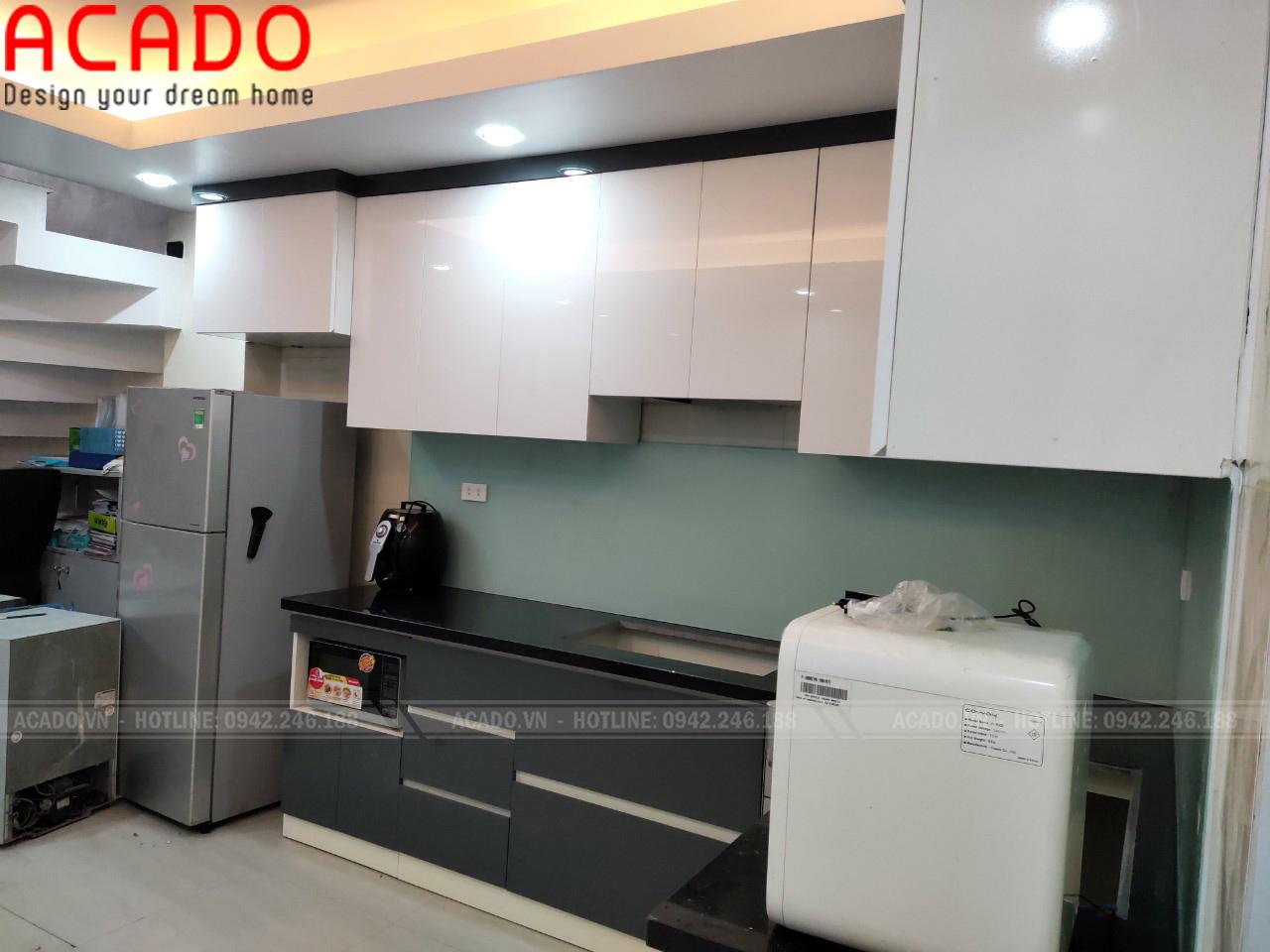 Chất Liệu Acrylic mang lại bề mặt bóng gương cho tủ bếp - Nội thất ACADO